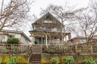 Photo 1: 275 E 28TH AVENUE in Vancouver: Main House for sale (Vancouver East)  : MLS®# R2420808