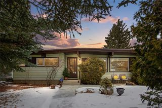 Photo 1: 36 HUNTERBURN Place NW in Calgary: Huntington Hills Detached for sale : MLS®# C4292694