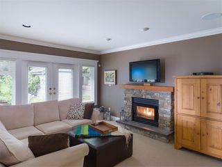 Photo 4: 1755 ORKNEY Place in North Vancouver: Northlands House for sale : MLS®# R2504108
