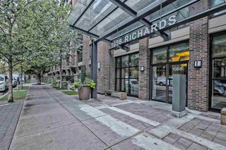 """Photo 12: 202 1088 RICHARDS Street in Vancouver: Yaletown Condo for sale in """"RICHARDS"""" (Vancouver West)  : MLS®# R2403889"""