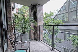 """Photo 4: 202 1088 RICHARDS Street in Vancouver: Yaletown Condo for sale in """"RICHARDS"""" (Vancouver West)  : MLS®# R2403889"""