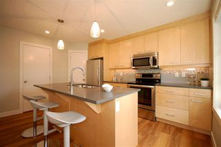 Photo 3: 9327 93 Street NW in Edmonton: Zone 18 House Triplex for sale : MLS®# E4202555