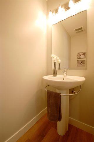 Photo 5: 9327 93 Street NW in Edmonton: Zone 18 House Triplex for sale : MLS®# E4202555
