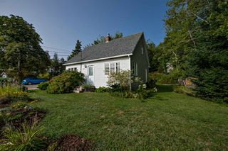 Photo 1: 752 Highway 329 in Fox Point: 405-Lunenburg County Residential for sale (South Shore)  : MLS®# 202019092