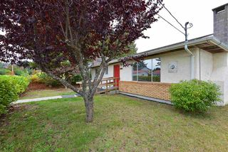 Photo 2: 5766 SPINDRIFT Street in Sechelt: Sechelt District House for sale (Sunshine Coast)  : MLS®# R2506148