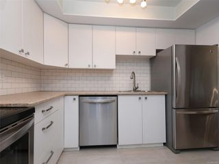 Photo 3: 209 1012 COLLINSON St in : Vi Fairfield West Condo for sale (Victoria)  : MLS®# 859466