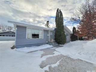 Photo 1: 60 Morris Drive in Saskatoon: Massey Place Residential for sale : MLS®# SK837813