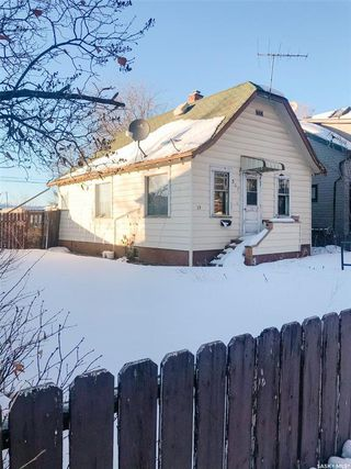 Photo 2: 517 J Avenue South in Saskatoon: Riversdale Residential for sale : MLS®# SK838292