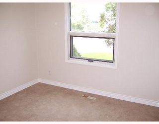 Photo 4: 414 AMHERST Street in WINNIPEG: St James Single Family Detached for sale (West Winnipeg)  : MLS®# 2709306