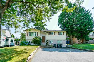 Main Photo: 6080 171 Street in Surrey: Cloverdale BC House for sale (Cloverdale)  : MLS®# R2389108