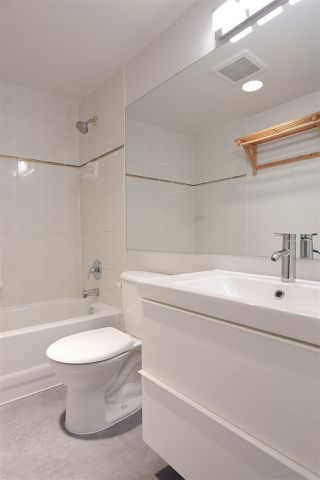 "Photo 14: 305 950 CAMBIE Street in Vancouver: Yaletown Condo for sale in ""PACIFIC PLACE LANDMARK I"" (Vancouver West)  : MLS®# R2413578"