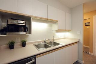 "Photo 10: 305 950 CAMBIE Street in Vancouver: Yaletown Condo for sale in ""PACIFIC PLACE LANDMARK I"" (Vancouver West)  : MLS®# R2413578"