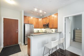 "Photo 5: 502 2655 CRANBERRY Drive in Vancouver: Kitsilano Condo for sale in ""NEW YORKER"" (Vancouver West)  : MLS®# R2428877"