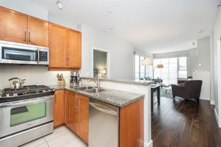 "Photo 3: 502 2655 CRANBERRY Drive in Vancouver: Kitsilano Condo for sale in ""NEW YORKER"" (Vancouver West)  : MLS®# R2428877"