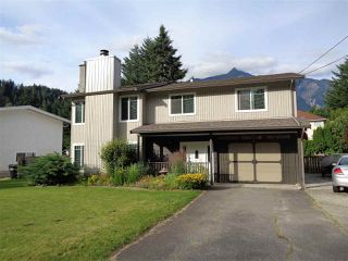 Photo 2: 21044 RIVERVIEW Drive in Hope: Hope Kawkawa Lake House for sale : MLS®# R2474466