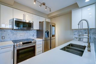"""Photo 12: 1701 1200 ALBERNI Street in Vancouver: West End VW Condo for sale in """"PALISADES"""" (Vancouver West)  : MLS®# R2527987"""