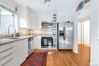 """Photo 5: 103 3400 SE MARINE Drive in Vancouver: Champlain Heights Condo for sale in """"TIFFANY RIDGE"""" (Vancouver East)  : MLS®# R2409100"""