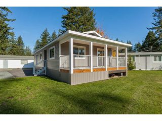 "Main Photo: 1 20071 24 Avenue in Langley: Brookswood Langley Manufactured Home for sale in ""Fernrdige Park"" : MLS®# R2419869"