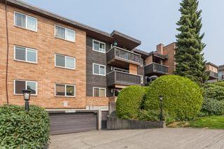 "Photo 2: 205 1011 FOURTH Avenue in New Westminster: Uptown NW Condo for sale in ""CRESTWELL MANOR"" : MLS®# R2436039"