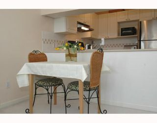 Photo 3: 407 929 W 16TH Ave in Vancouver: Fairview VW Condo for sale (Vancouver West)  : MLS®# V641745