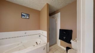 Photo 3: 230 KULAWY Drive in Edmonton: Zone 29 House for sale : MLS®# E4170941