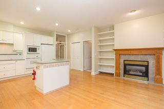 """Photo 9: 18 1711 140 Street in Surrey: Sunnyside Park Surrey Townhouse for sale in """"OCEANWODD"""" (South Surrey White Rock)  : MLS®# R2424486"""