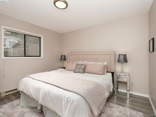 Photo 8: 1021 Gardenia Court in VICTORIA: SW Strawberry Vale Single Family Detached for sale (Saanich West)  : MLS®# 423685