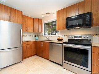 Photo 6: 1021 Gardenia Court in VICTORIA: SW Strawberry Vale Single Family Detached for sale (Saanich West)  : MLS®# 423685