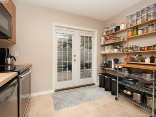 Photo 7: 1021 Gardenia Court in VICTORIA: SW Strawberry Vale Single Family Detached for sale (Saanich West)  : MLS®# 423685