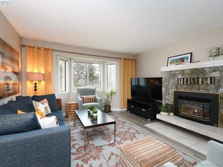 Photo 2: 1021 Gardenia Court in VICTORIA: SW Strawberry Vale Single Family Detached for sale (Saanich West)  : MLS®# 423685