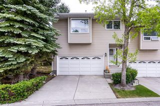 Main Photo: 124 PROMINENCE Heights SW in Calgary: Patterson Row/Townhouse for sale : MLS®# C4300836