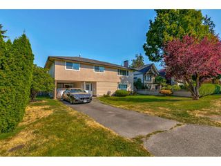 """Photo 4: 10240 AINSWORTH Crescent in Richmond: McNair House for sale in """"McNAIR"""" : MLS®# R2488497"""