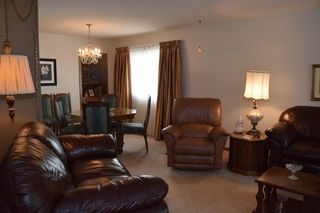 Photo 5: 7132 Hunterwood Road NW in Calgary: Huntington Hills Detached for sale : MLS®# A1023165