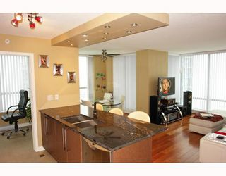 """Photo 3: 2902 1438 RICHARDS Street in Vancouver: False Creek North Condo for sale in """"AZURA 1"""" (Vancouver West)  : MLS®# SOLD"""