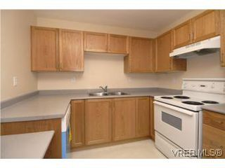 Photo 6: 202 290 Island Highway in VICTORIA: VR View Royal Condo Apartment for sale (View Royal)  : MLS®# 270086
