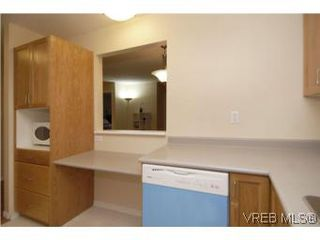 Photo 8: 202 290 Island Highway in VICTORIA: VR View Royal Condo Apartment for sale (View Royal)  : MLS®# 270086
