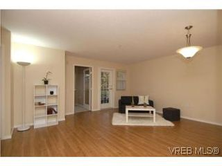 Photo 2: 202 290 Island Hwy in VICTORIA: VR View Royal Condo for sale (View Royal)  : MLS®# 519990