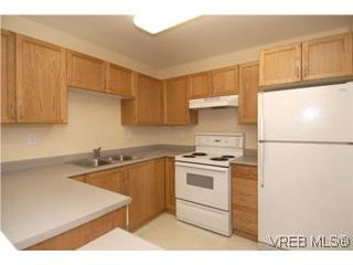 Photo 7: 202 290 Island Highway in VICTORIA: VR View Royal Condo Apartment for sale (View Royal)  : MLS®# 270086