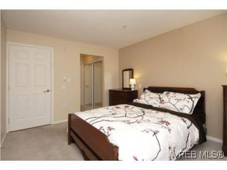 Photo 10: 202 290 Island Highway in VICTORIA: VR View Royal Condo Apartment for sale (View Royal)  : MLS®# 270086