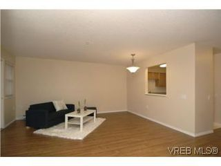 Photo 3: 202 290 Island Highway in VICTORIA: VR View Royal Condo Apartment for sale (View Royal)  : MLS®# 270086
