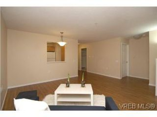 Photo 4: 202 290 Island Highway in VICTORIA: VR View Royal Condo Apartment for sale (View Royal)  : MLS®# 270086