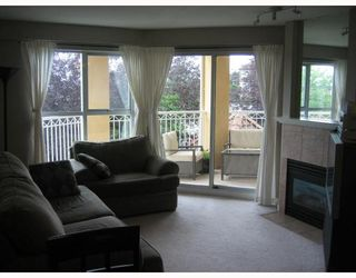 """Photo 5: 207 519 12TH Street in New_Westminster: Uptown NW Condo for sale in """"KINGSGATE HOUSE"""" (New Westminster)  : MLS®# V659473"""