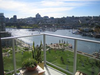 "Photo 1: 638 BEACH Crescent in Vancouver: False Creek North Condo for sale in ""ICON"" (Vancouver West)  : MLS®# V618693"