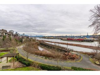Photo 15: 303 260 SALTER Street in New Westminster: Queensborough Condo for sale : MLS®# R2433143