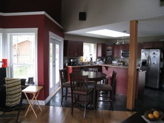 Photo 4: 495 Curtis: Residential Detached for sale : MLS®# 296500