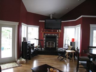Photo 3: 495 Curtis: Residential Detached for sale : MLS®# 296500