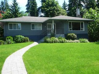Photo 1: 561 Shanon` Crest in North Vancouver: House for sale : MLS®# V897801