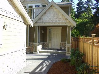 Photo 2: 950 Seymour Blvd: House for sale (Seymour)
