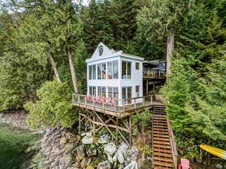"""Photo 2: 25 E OF CROKER Island in North Vancouver: Indian Arm House for sale in """"Helga Bay"""" : MLS®# R2432957"""