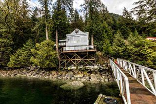 """Photo 17: 25 E OF CROKER Island in North Vancouver: Indian Arm House for sale in """"Helga Bay"""" : MLS®# R2432957"""